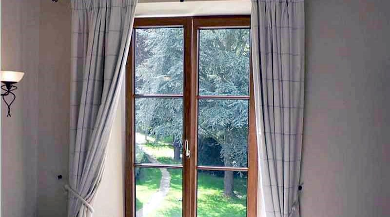 Bathroom curtains for window