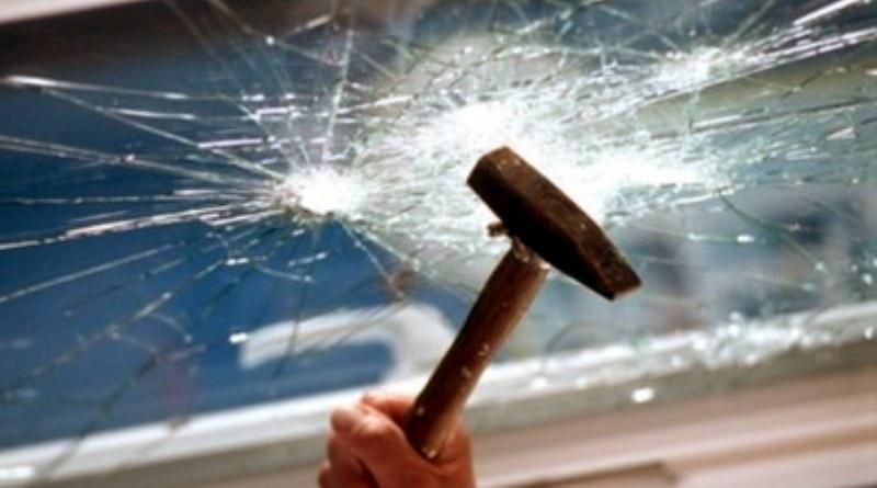 защитные и бронирующие плёнки на стекле окон