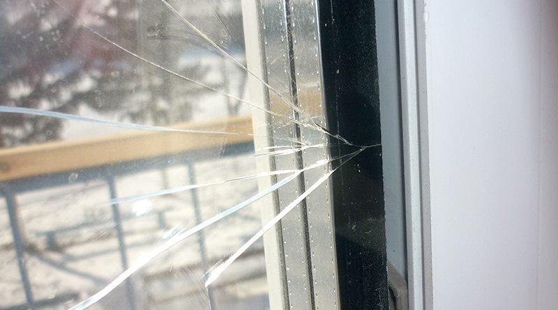 почему лопнул стеклопакет
