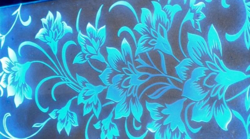 стеклопакеты в окна со светящимся рисунком на стекле