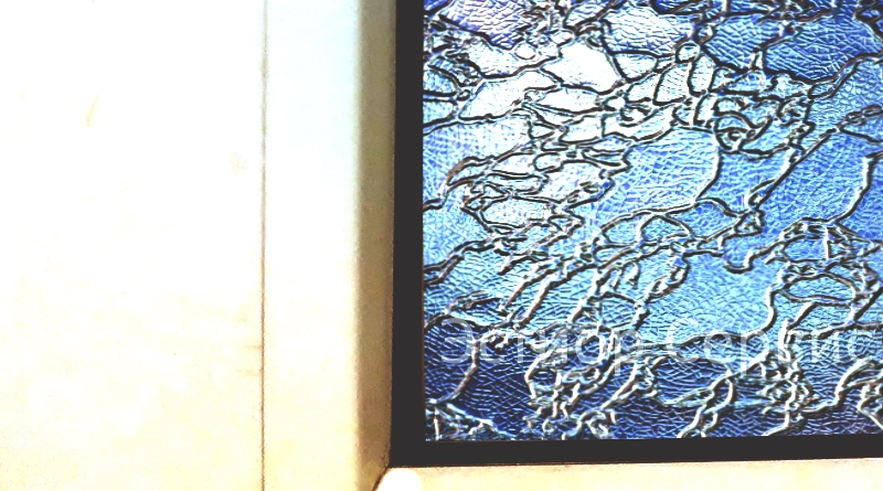 стеклопакет с узорчатым рефлёным стеклом вставка в окно и дверь