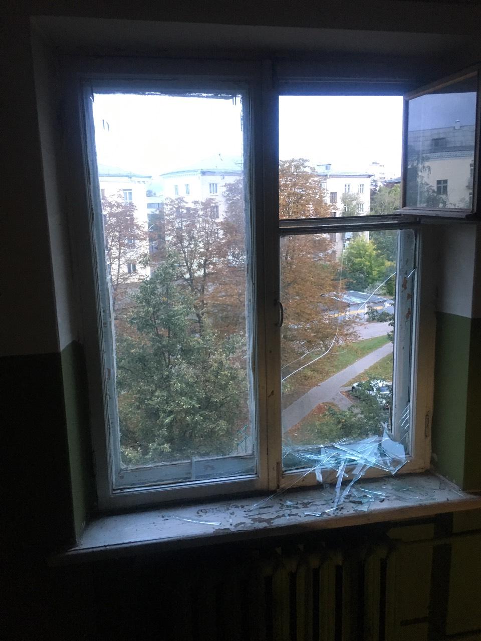 замена стекла в старом деревянном окне